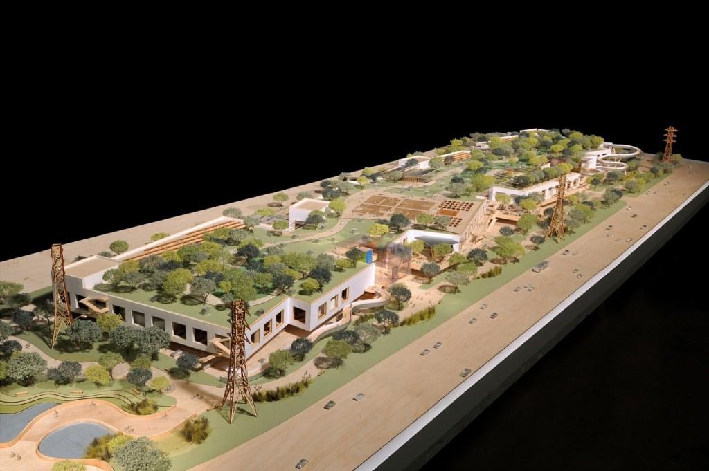 Maqueta del proyecto de Campus Facebook en la que se puede observar el jardín que ocupa toda la superficie del tejado del edificio.