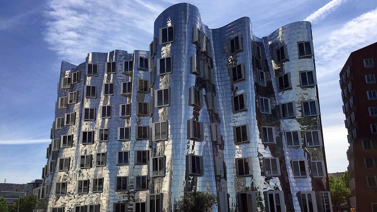 Neuer Zollhof Dusserldorf edificio diseñado por Frank Gehry en Alemania