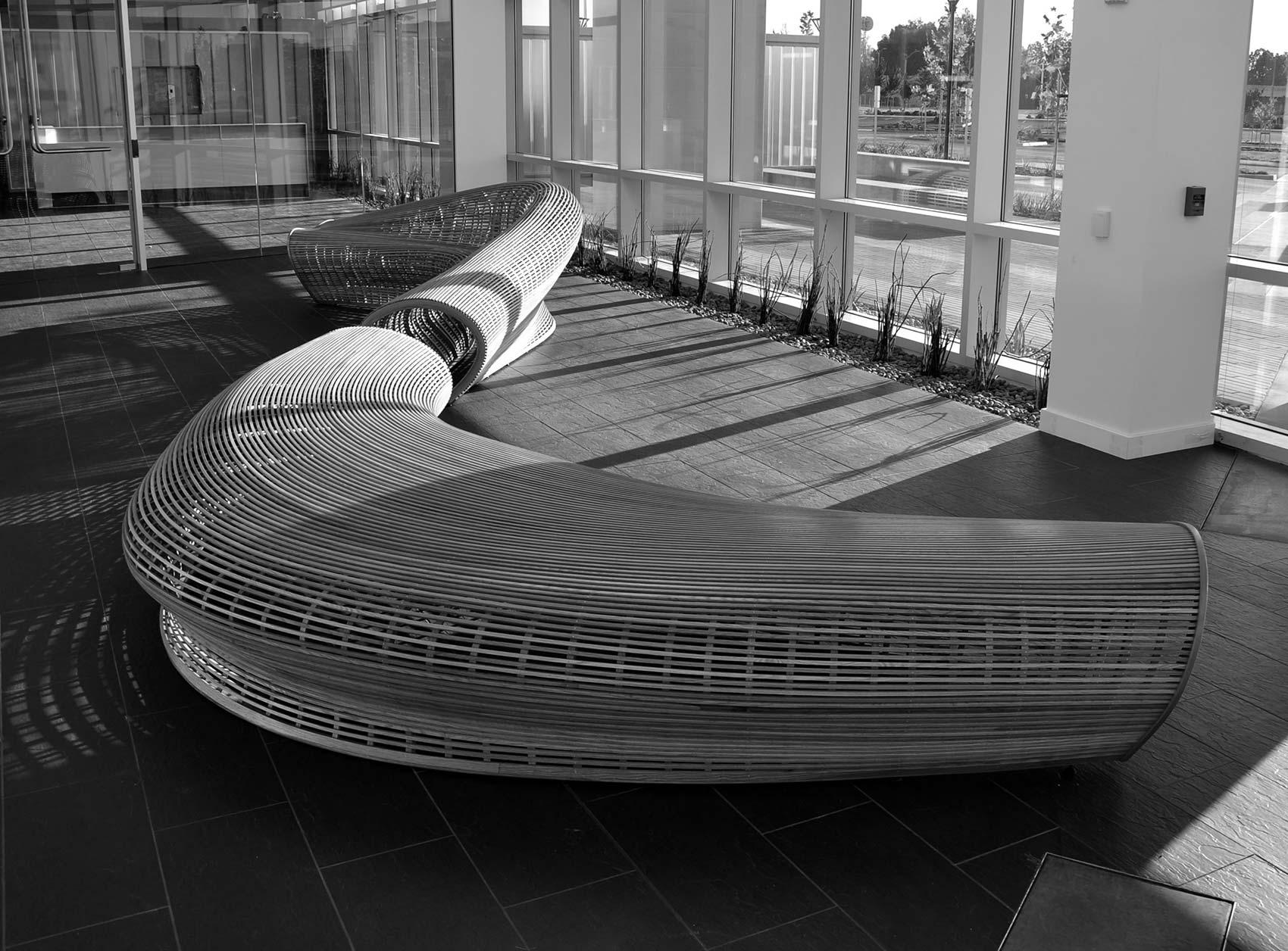 Spill II banco de diseño paramétrico realizado por el diseñador américano Matthias Pliessing